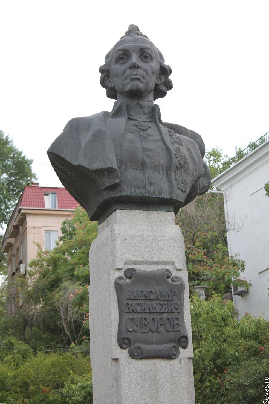 Памятник из гранита Суворов памятник на могилку Мончегорск
